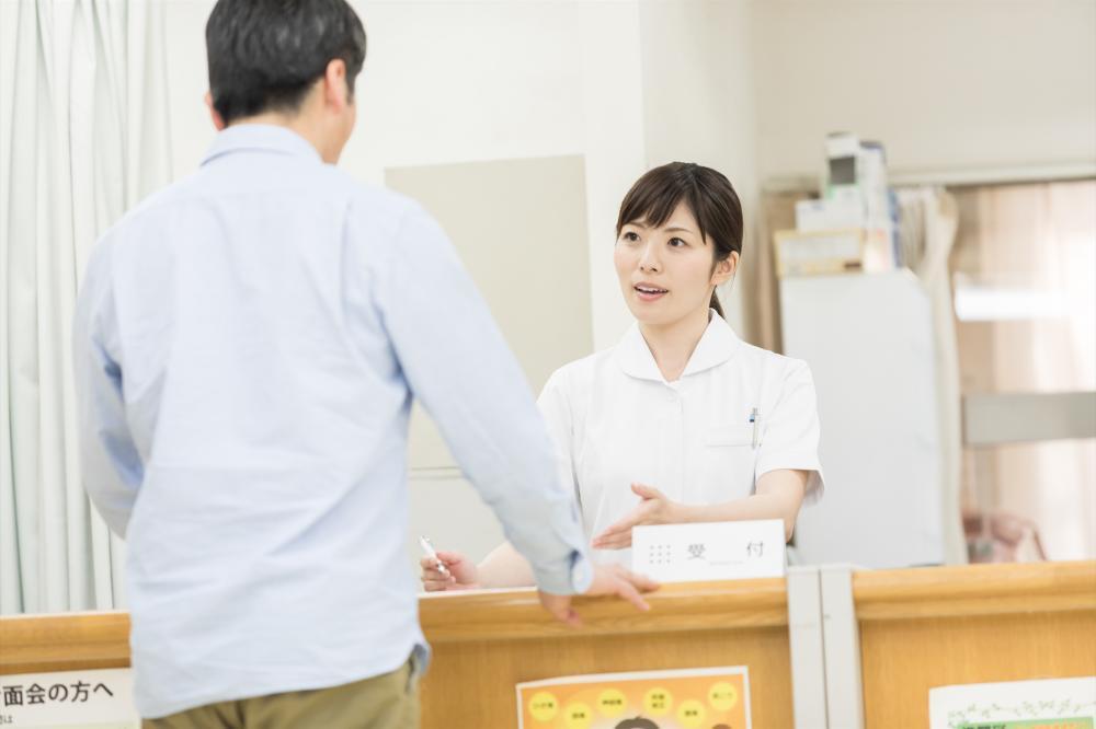 【中区】総合病院にて総合受付★未経験OK!★交通費規定支給