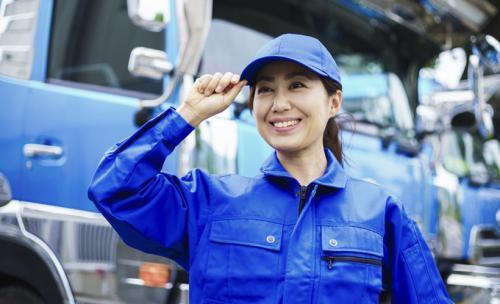 トラック運転手は女性でも活躍できる?お給料やメリットなどを徹底解説