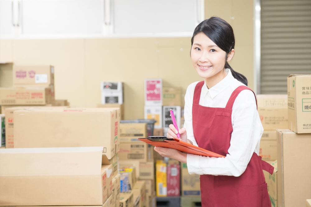 幅広い世代の女性活躍!軽量製品の梱包