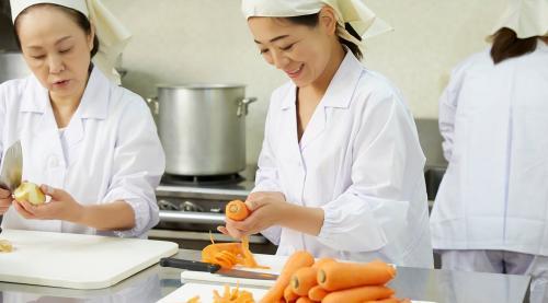 即日~学校給食の調理師(栄養士)のお仕事