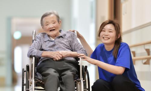 介護士の給料はどれくらい?平均年収や給料アップの3つのコツなどを徹底解説!