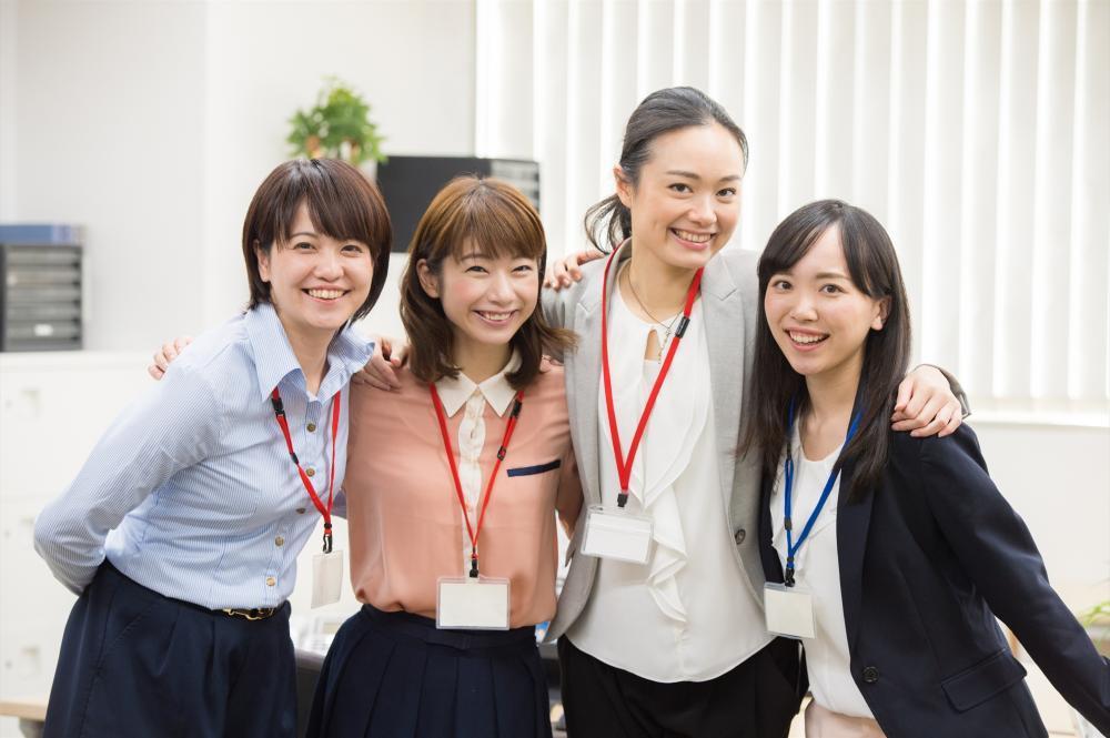 有名通販会社物流センター:現場事務【袋井市】