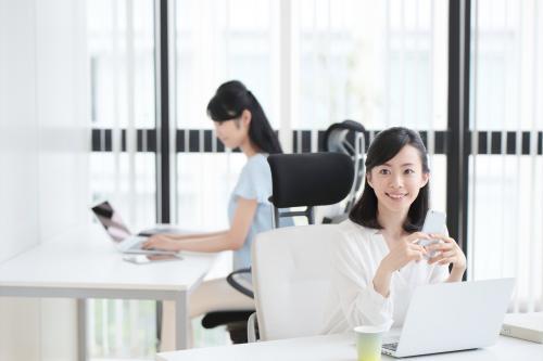 【三島】シフト勤務・小売業で一般事務のお仕事です